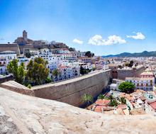 Ibiza, Lento+hotelli