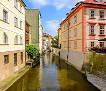 Praha, Lento+hotelli