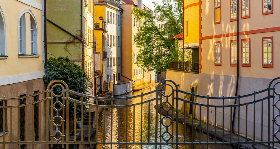 Praha, Lento+hotelli 14