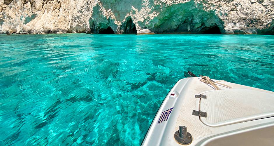 Zakinthos 14 - Zakinthos on tunnettu pitkistä, loivasti syvenevistä rannoistaan.